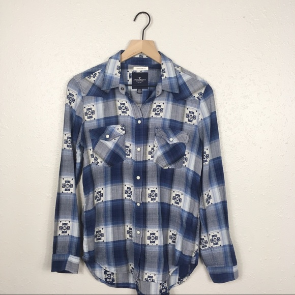 American Eagle Outfitters Tops - AEO boyfriend fit Western snap button down